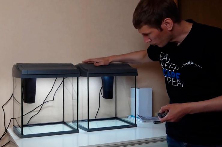 Устанавливаем аквариумы и закрепляем внутренние фильтры