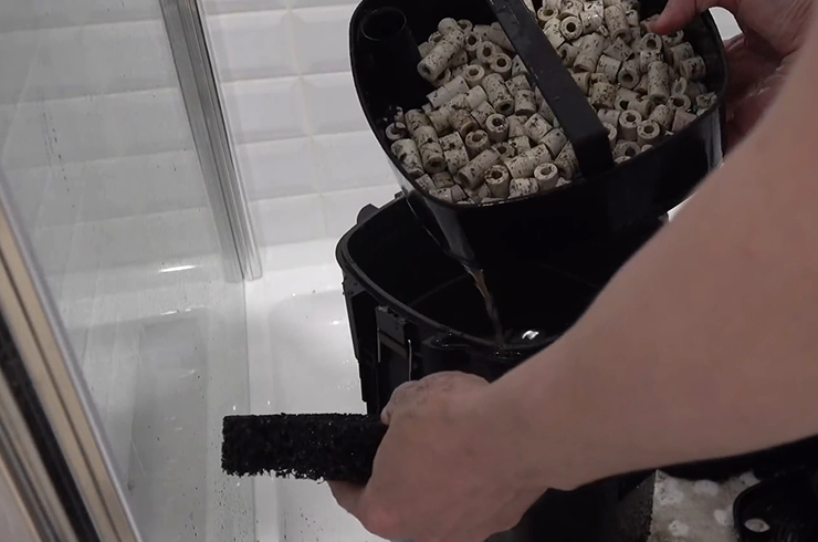 Извлекаем корзины с фильтрующими материалами