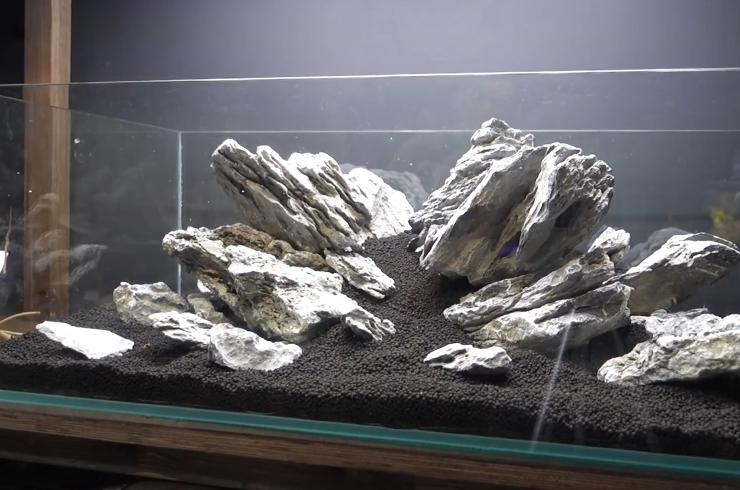 Расставляем главные элементы композиции – камни